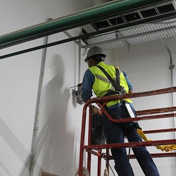 Instalação do sistema de combate a incêndio em Guaratinguetá
