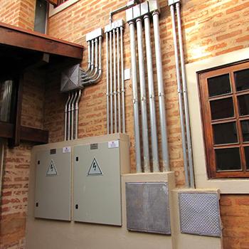 Montagem de infraestrutura elétrica em Monte Alto